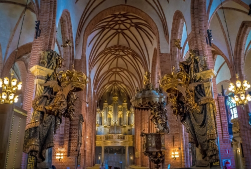 cathedral-436223_1920.jpg